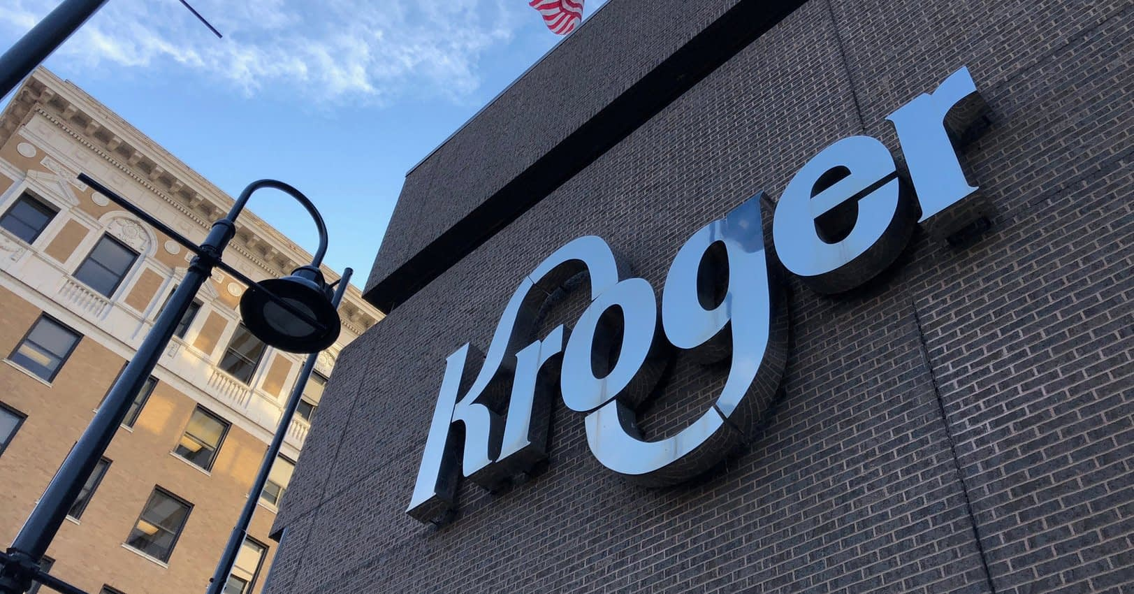 , Kroger Will Phase Out Plastic Bags By 2025 To 'Protect Our Planet', TheCircularEconomy.com