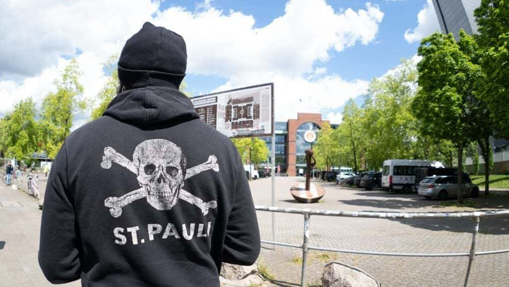 , [Kicker] FC St. Pauli is going to produce their kits themselves because none could meet the desired criteria in terms of sustainability, transparency and fair trade. Their goal is to supply other t…, The Circular Economy